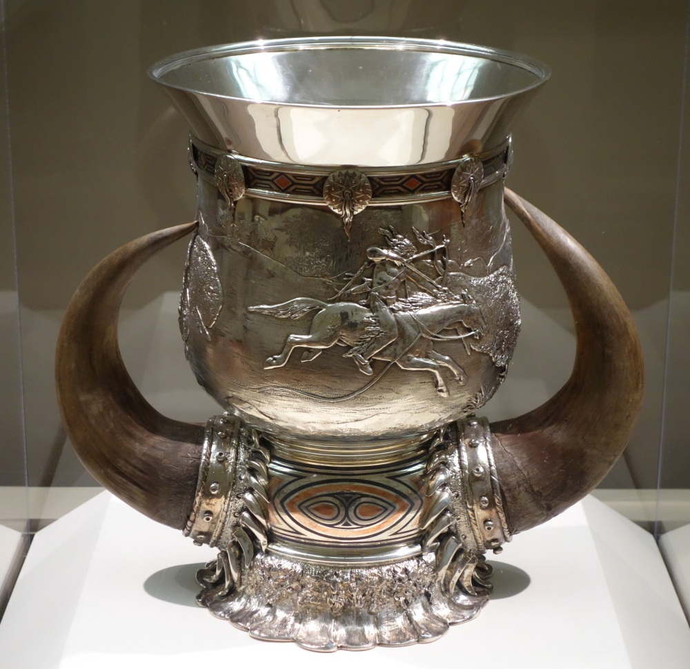 Loving_Cup_by_Tiffany_Co.,_Paulding_Farnham_attrib_designer,_Eugene_Soligny_attrib_chaser,_1897,_silver,_copper,_niello,_horn_-_Cincinnati_Art_Museum_-_DSC04483